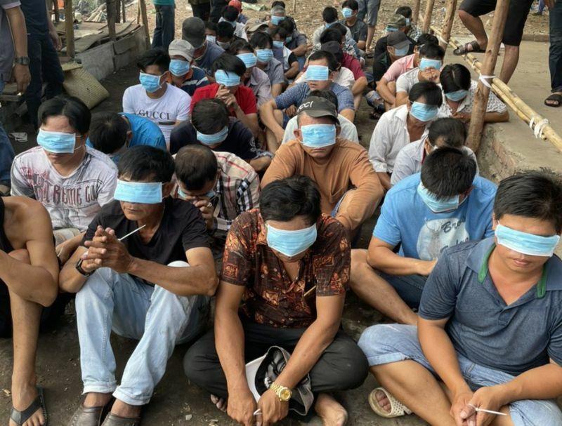 TP.HCM: Cảnh sát chèo ghe triệt phá tụ điểm đá gà ăn tiền ở vùng ven