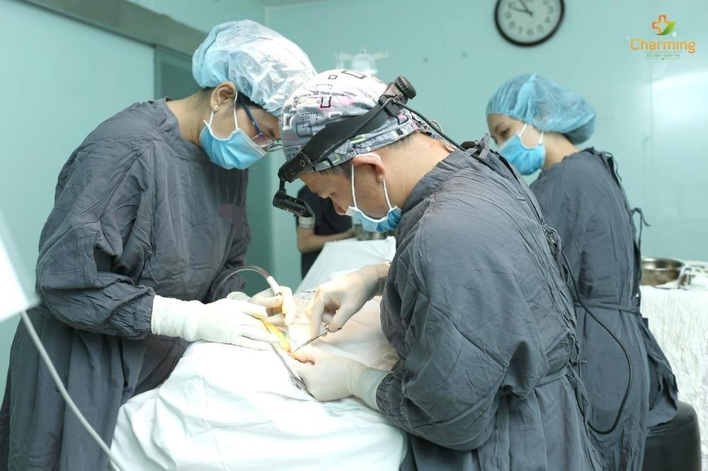 Bác sĩ thẩm mỹ Nguyễn Khanh: Độn cằm, phẫu thuật nhỏ, đem lại thay đổi lớn