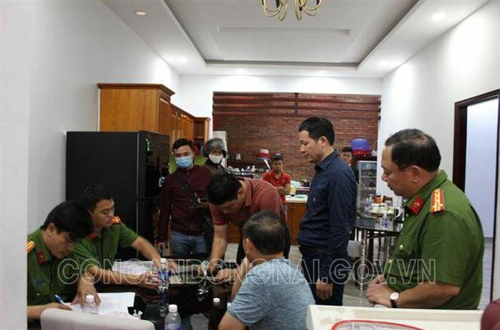 Bắt khẩn cấp cặp vợ chồng tiêu thụ xăng giả ở Đồng Nai