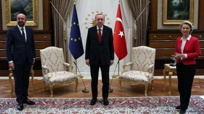 Chủ tịch Hội đồng châu Âu mất ngủ sau cuộc họp bẽ mặt