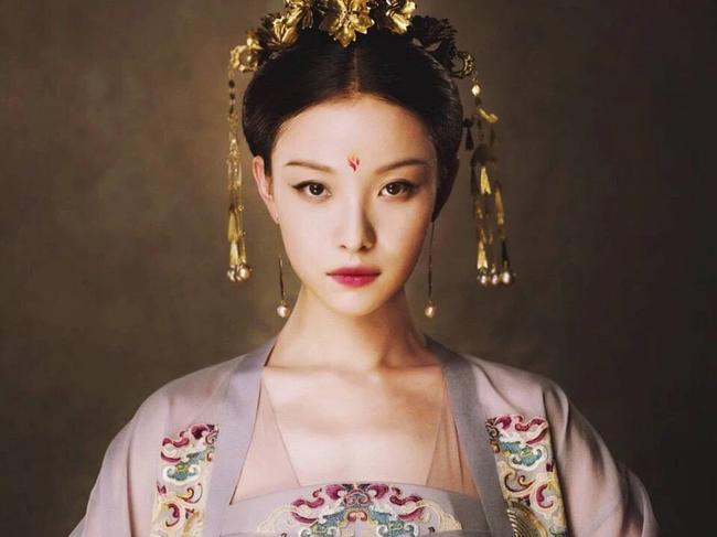 Nữ nhân này được độc sủng hậu cung, đem vinh hoa về cho mẫu tộc, nhưng cuối đời lại từ chối gặp mặt Hoàng đế vì lý do xót lòng