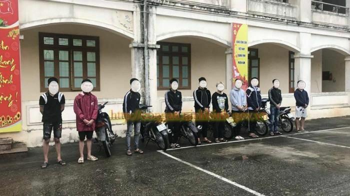 Hẹn nhau qua MXH, 10 thanh thiếu niên tụ tập chạy xe bốc đầu