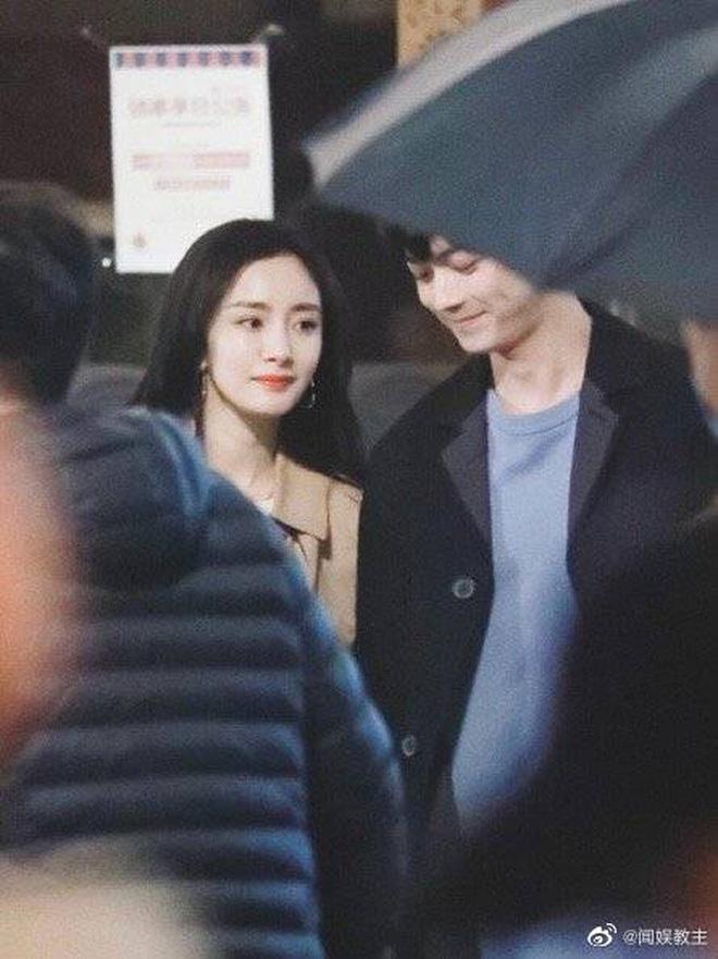 """Fan chán ngán vì Dương Mịch – Hứa Khải diễn chẳng ra """"couple"""" ở phim mới, có cảnh còn """"fail"""" đến sượng trân"""