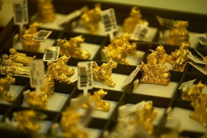 Giá vàng hôm nay ngày 16/4: Giá vàng trong nước tăng không theo kịp giá vàng thế giới