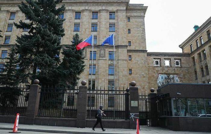 Nga trả đũa, Đại sứ quán Séc còn đúng 5 nhân viên ngoại giao