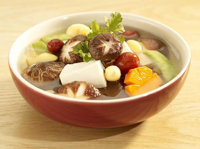 Cách nấu canh nấm hạt sen thay đổi khẩu vị cho cả nhà