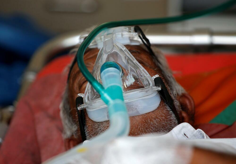 """Loạt ảnh """"biết nói"""" lột tả thảm kịch COVID-19 ở Ấn Độ: Bệnh nhân thiếu oxy, xác chết xếp dài chờ chôn"""