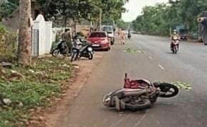 Lái xe máy tông vào gốc cây, 2 thiếu niên tử vong tại chỗ