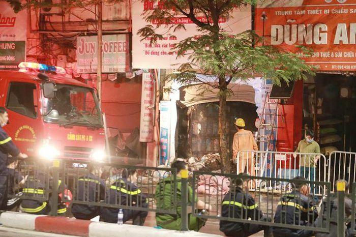 Quận Đống Đa: Cháy cửa hàng bán đồ sơ sinh, ít nhất đã có 2 người chết