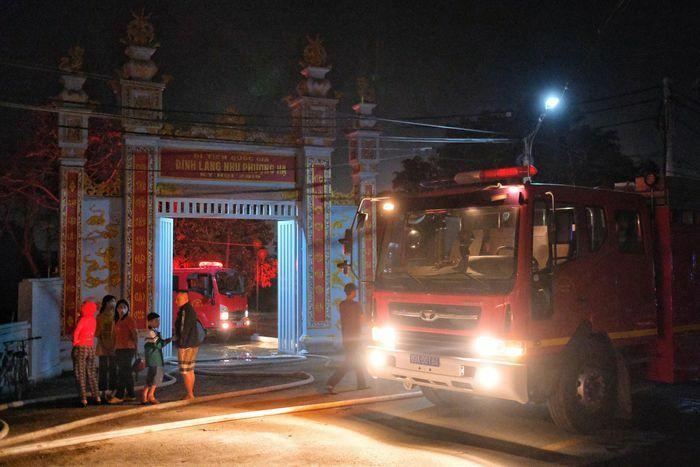 Cháy lớn ở xưởng vải, cột khói bốc cao hàng trăm mét
