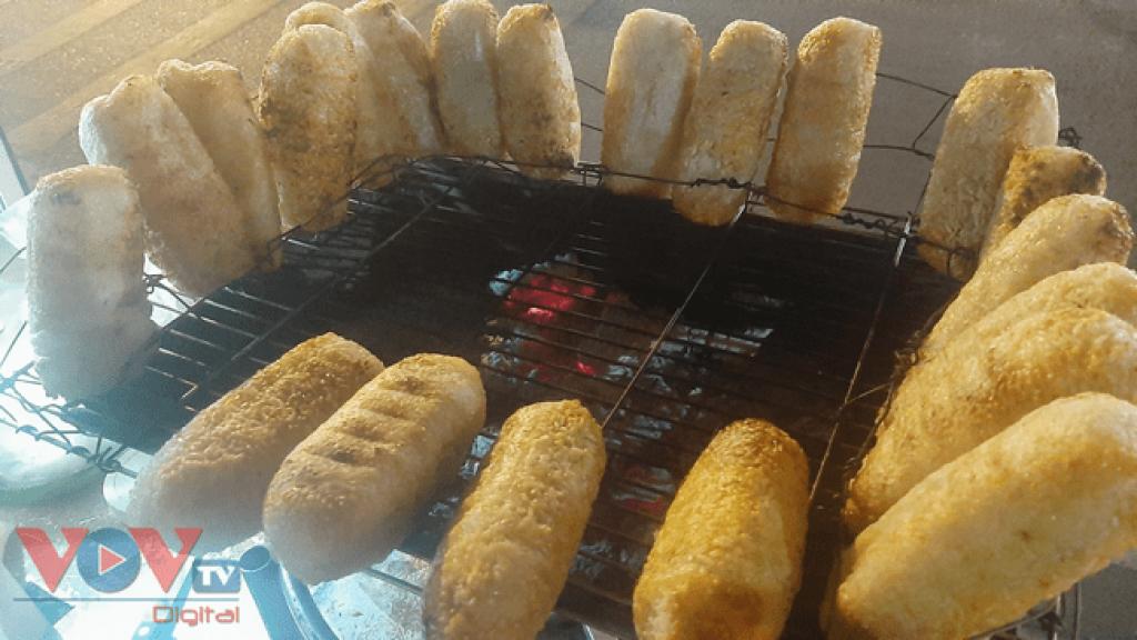 Chuối nếp nướng cốt dừa: Thức quà dân dã giữa lòng Sài Gòn