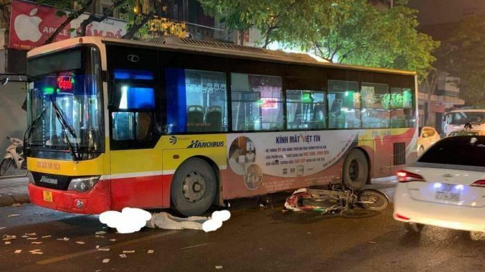 Người đi xe máy tử vong thương tâm dưới bánh xe buýt tuyến 11