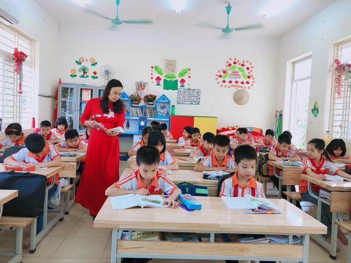 Giáo viên nghiên cứu nhiều bộ SGK để phong phú nguồn học liệu
