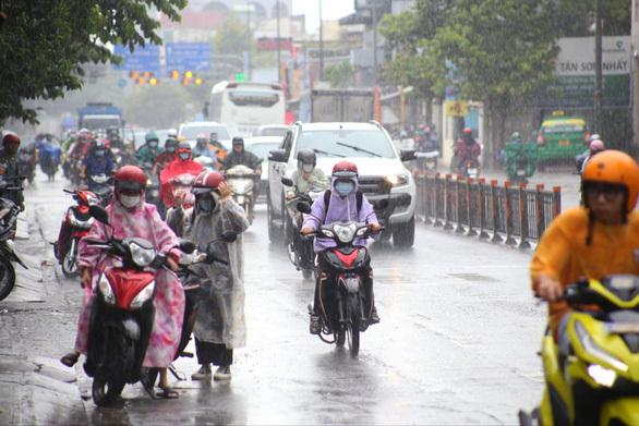 Hôm nay cả nước dự báo mưa dông - ảnh 1