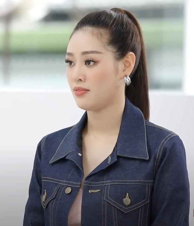 Stylist chê Hoa hậu Khánh Vân không biết cách phối trang phục