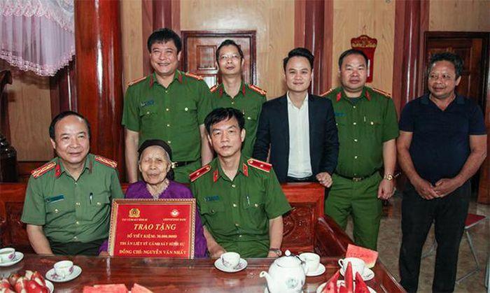 Cục Cảnh sát hình sự thăm hỏi thân nhân gia đình liệt sĩ CAND