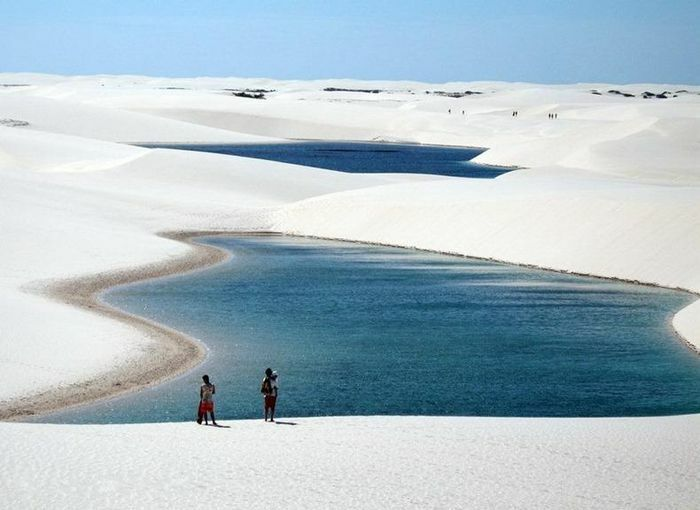 """Kỳ diệu cảnh """"sa mạc ngàn hồ"""" nổi tiếng với cát trắng, nước xanh"""