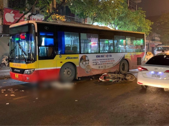 Nam thanh niên tử vong dưới bánh xe buýt