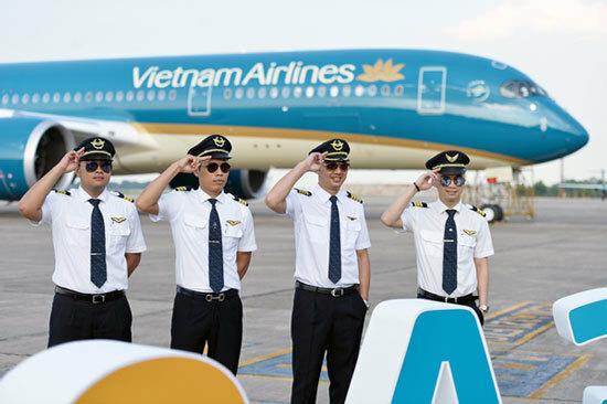 Học phi công quân sự có được sang làm phi công thương mại?