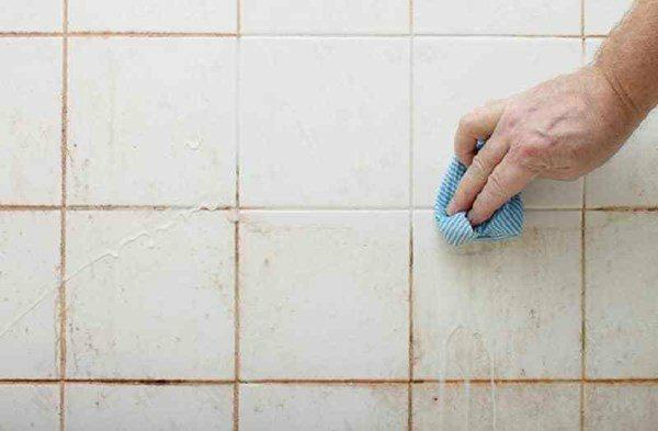 Cách tẩy vết ố vàng trên tường nhà tắm tiết kiệm, sạch sẽ như khách sạn
