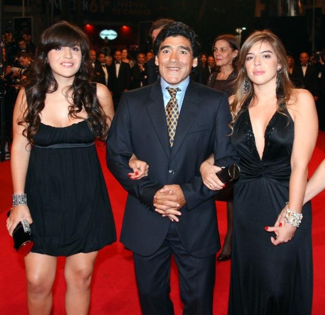 Sự thật đau lòng về cách đối xử của con gái với Diego Maradona