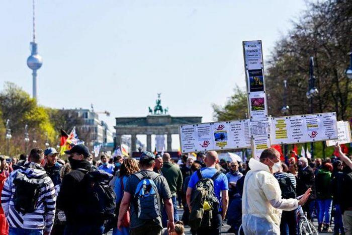Nghị viện Đức thông qua luật trao thêm quyền chống dịch cho chính phủ liên bang