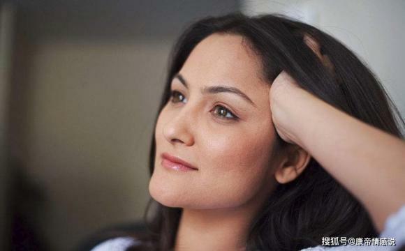Tại sao đàn ông 'không dám chạm' vào phụ nữ 40 tuổi dù họ rất hấp dẫn? Đây chính là 3 lý do