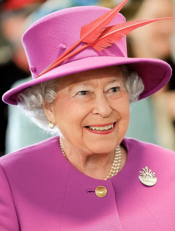 Vì sao Nữ hoàng Anh rời cung điện thường mang theo túi máu?