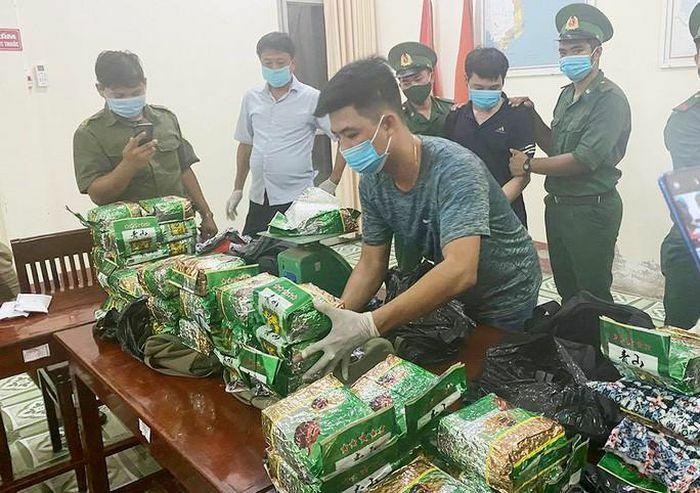 Án tử hình cho 2 kẻ vận chuyển gần 40 kg ma túy từ Campuchia về TP HCM