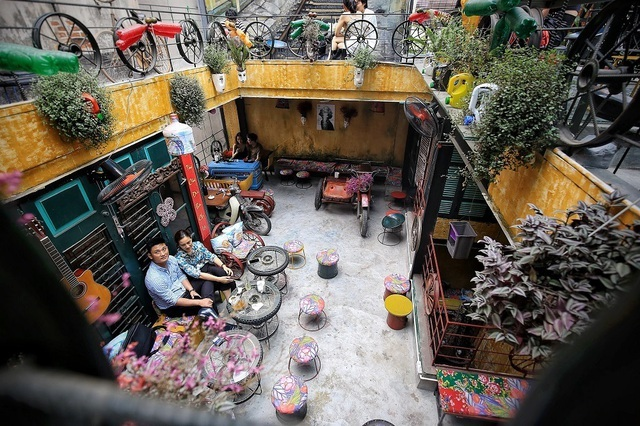 Những quán cà phê làm từ đồ tái chế, kêu gọi bảo vệ môi trường ở Hà Nội
