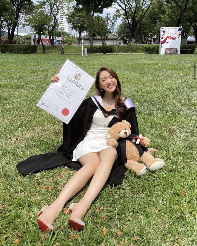 """""""Tiểu thư lâu đài trắng"""" Chloe Nguyễn tốt nghiệp Đại học RMIT, bóc lại điều fan lầm tưởng khi theo học ngành tiền tỷ"""