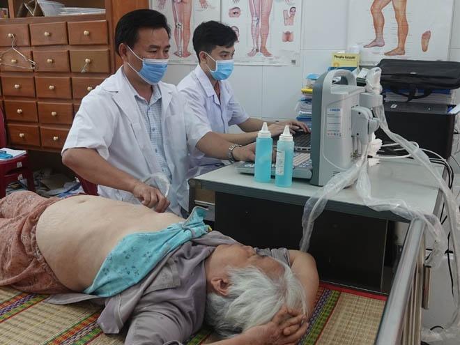 Thanh niên Bình Định tặng tủ thuốc, khám bệnh miễn phí cho người dân