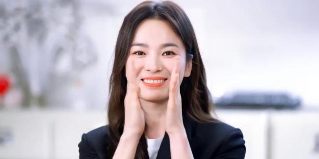 """Sao Hàn 73 tuổi gây chấn động khi nhận giải Oscar 2021, Song Hye Kyo liền có động thái """"gây bão"""" mạng xã hội"""