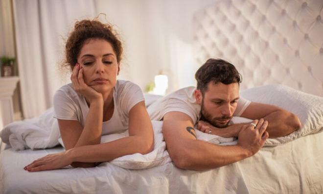 Vợ/chồng thờ ơ với tình dục: Nên và không nên làm gì?