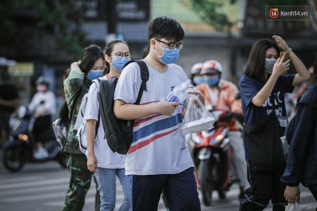 Trường đại học ở TP.HCM phát thông báo khẩn cho sinh viên rời thành phố dịp lễ