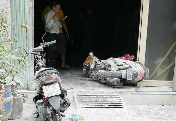 Người dân hò nhau phá cửa nhà dập đám cháy ở TPHCM