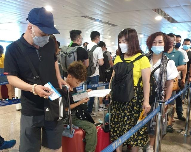 Sân bay Tân Sơn Nhất, ngày cao điểm 631 chuyến bay, gần 100.000 hành khách