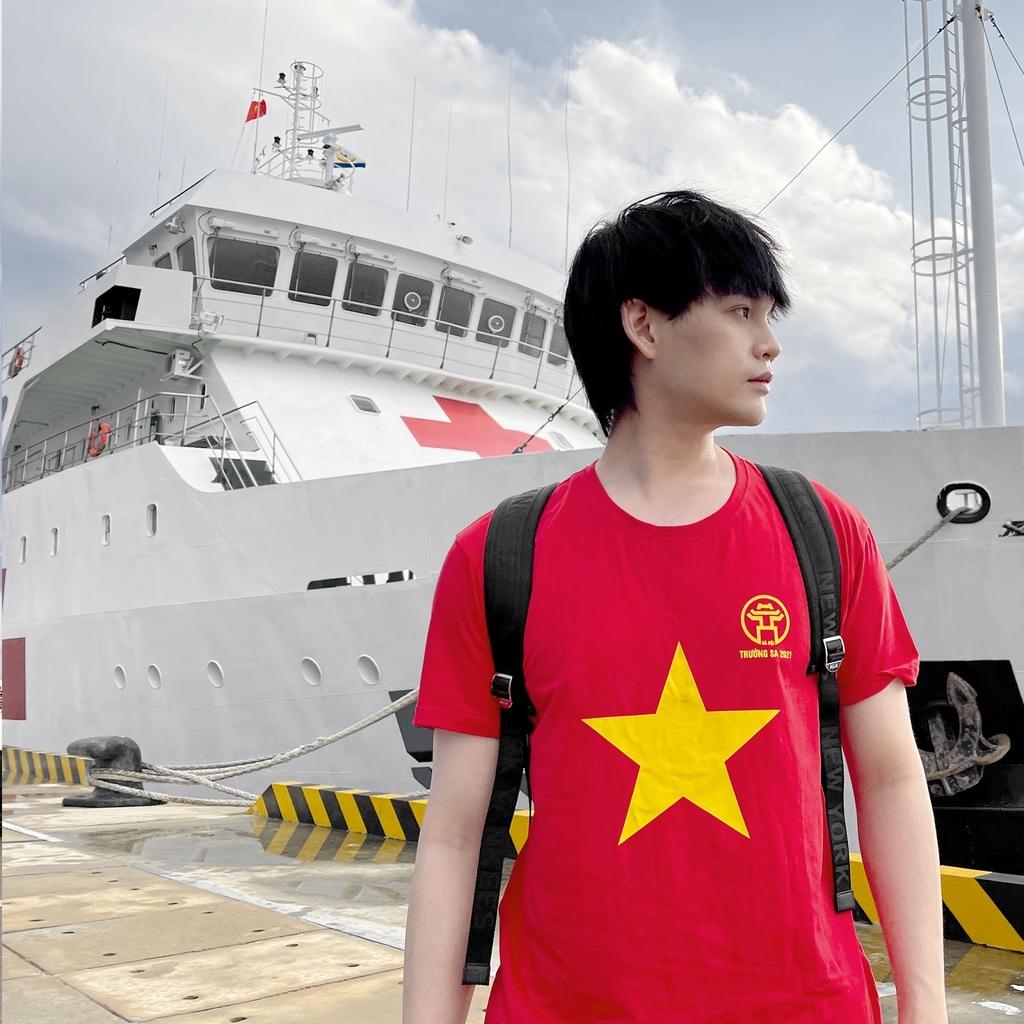 Nguyễn Trần Trung Quân vinh dự được chọn công tác văn nghệ tại huyện đảo Trường Sa và Nhà giàn DK-1