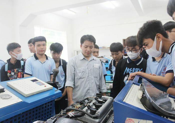325 HS trải nghiệm môi trường học tập tại Trường CĐ Kỹ thuật công nghệ BR-VT
