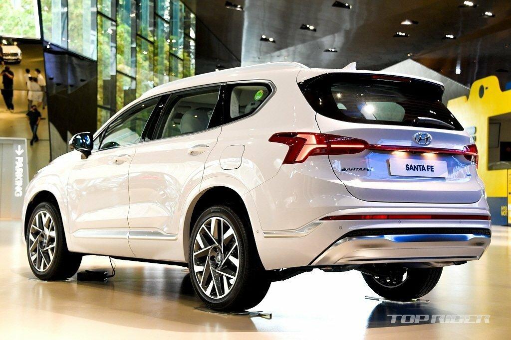Hyundai SantaFe 2021 Facelift: Nâng tầm trải nghiệm với hàng loạt công nghệ tiên tiến