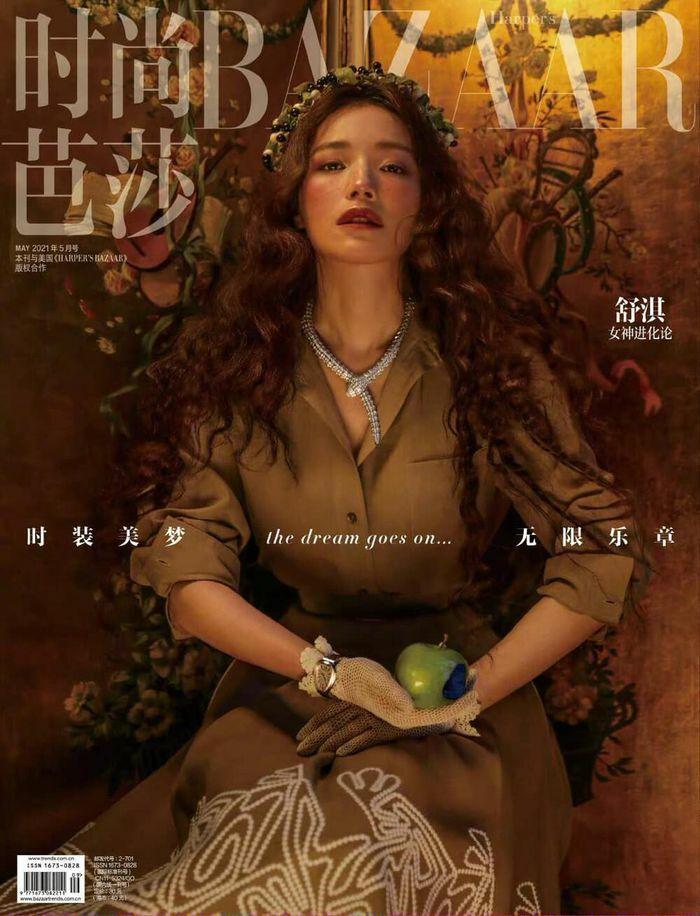 """""""Quả bom gợi cảm"""" Thư Kỳ đẹp như công chúa trong cổ tích trên bìa Harper""""s Bazaar"""