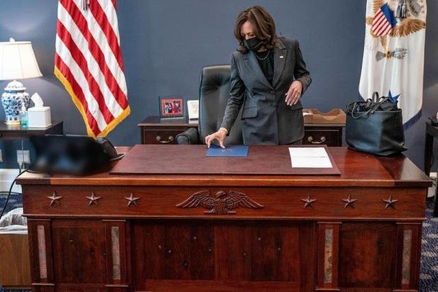 Bàn làm việc đặc biệt của Phó tổng thống Mỹ trong Nhà Trắng