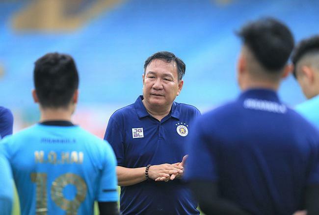 """HLV Hoàng Văn Phúc thay thế ông Chu Đình Nghiêm ngồi ghế """"thuyền trưởng"""" CLB Hà Nội"""