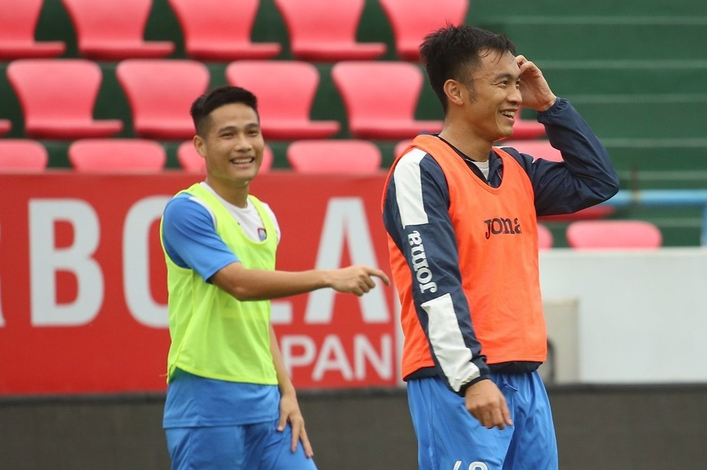 Cầu thủ CLB Quảng Ninh tập trở lại sau lời hứa có lương