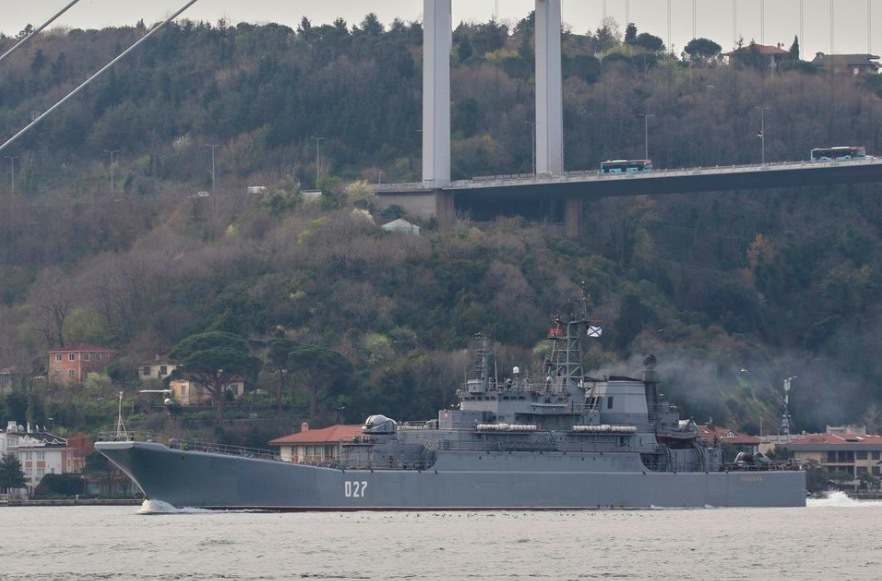 """Nga điều tàu chiến đến Biển Đen, Ukraina tuyên bố """"sẵn sàng chiến đấu"""""""