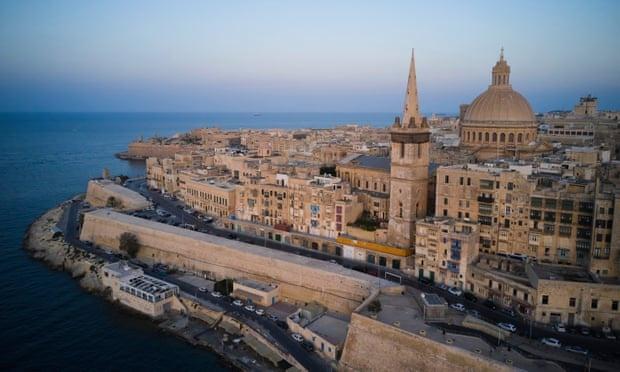 """Giới siêu giàu lợi dụng kẽ hở ở chương trình """"hộ chiếu vàng"""" của Malta"""