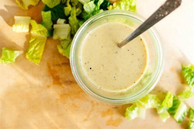 3 cách làm sốt trộn salad cân được mọi món salad trên đời: Chị em chỉ cần 5 phút thao tác là xong!
