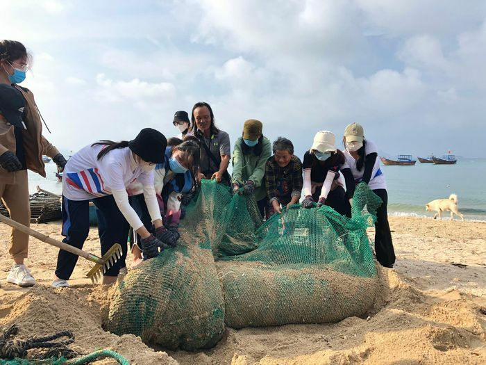Hơn 40 tình nguyện viên tham gia dọn rác trên đảo Điệp Sơn