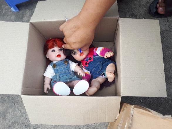 Phát hiện căn hộ của cô gái chứa 71 búp bê nghi là Kumanthong
