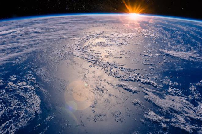 Nếu tất cả mọi người trên Trái Đất cùng ngồi vào đại dương thì mực nước biển sẽ dâng lên bao nhiêu?